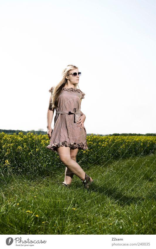 naturmädl Mensch Natur Jugendliche schön Sommer Blume Erwachsene Landschaft Wiese feminin Stil Mode braun Junge Frau blond Feld