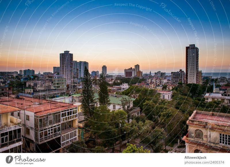 Blick über die Skyline von Havanna in Kuba Panorama (Aussicht) Sonnenuntergang Sommer Postkarte Ferien & Urlaub & Reisen Abenddämmerung Menschenleer Palme Insel