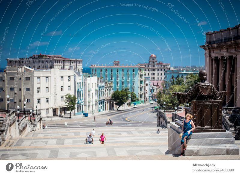 Universität Havanna Campus Treppe Kuba Insel Studium Ferien & Urlaub & Reisen Reisefotografie Sommer Schönes Wetter Wolkenloser Himmel Sonnenbrille Kleid