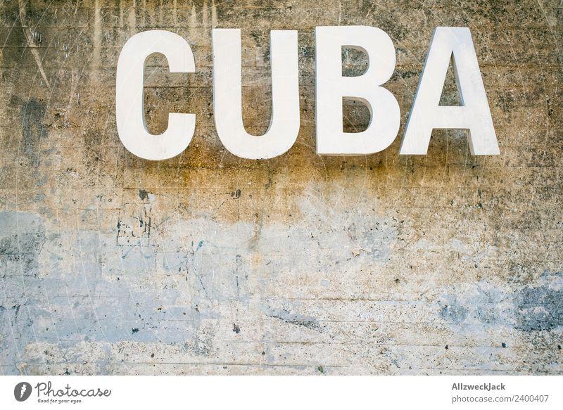 Cuba Schriftzug in Havana Kuba Havanna Schönes Wetter Wolken Sommer Sonne Buchstaben Schriftzeichen Typographie Wand Mauer Reisefotografie