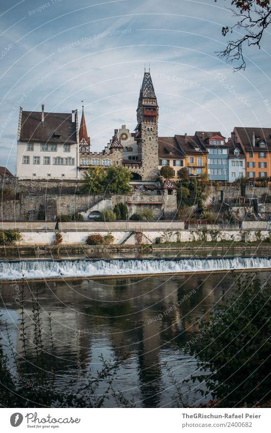 Stadt Dorf Kleinstadt blau mehrfarbig Schweiz Fluss Haus Bremgarten Fenster Reflexion & Spiegelung Wasser Himmel Altstadt Farbfoto Außenaufnahme Menschenleer