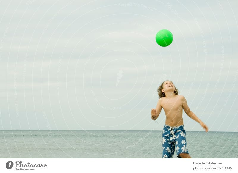Lieblingssport Mensch Kind blau grün Ferien & Urlaub & Reisen Sommer Strand Freude Erholung Leben Junge Glück Kopf lachen hell Körper