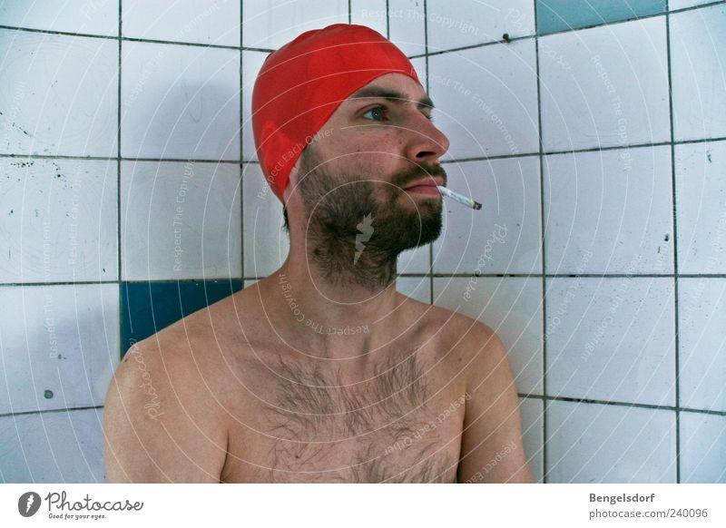 Poolboy Mensch Junger Mann Jugendliche Haut Brust 1 Badekappe Bart Vollbart Brustbehaarung Rauchen warten rot Fliesen u. Kacheln Sucht Nikotin Zigarette