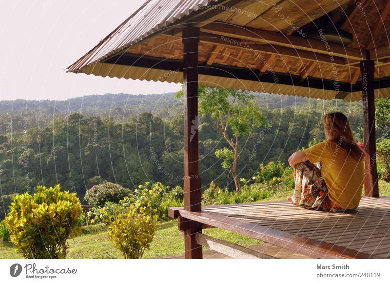 Do you remember? Mensch Frau Natur Ferien & Urlaub & Reisen Sommer ruhig Erwachsene Erholung Wald Ferne Landschaft Berge u. Gebirge Frühling Gesundheit einzeln Hütte