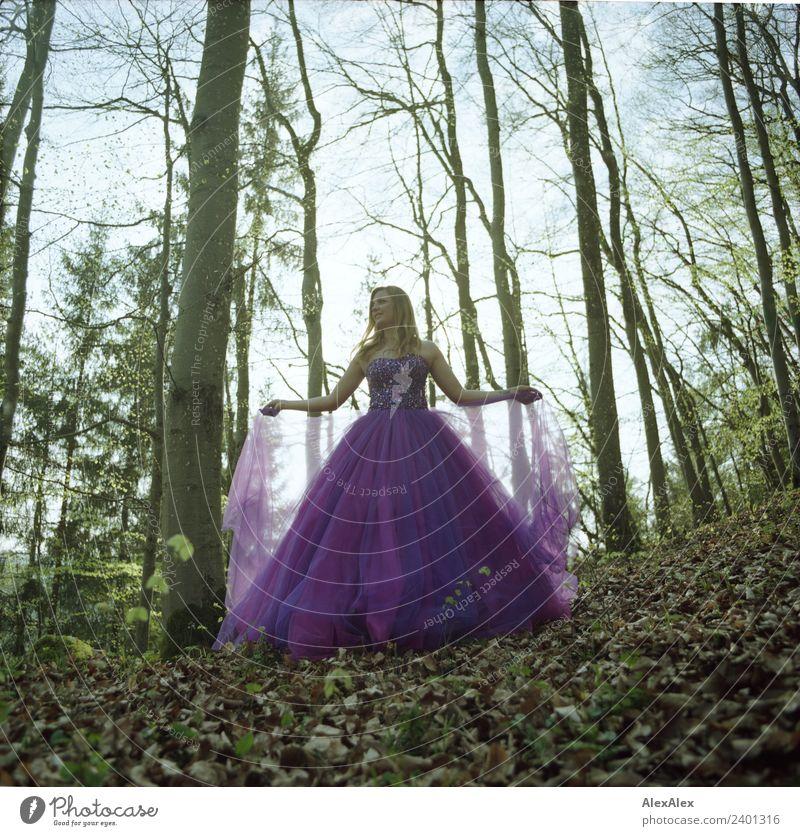 Fee in lila Brautkleid im Wald 2 - Lila Laune Waldfee Natur Jugendliche Junge Frau Sommer Stadt schön Landschaft Baum Blatt 18-30 Jahre Erwachsene Lifestyle