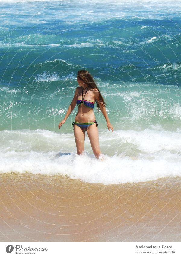 Sonne, Strand und mehr II Mensch Jugendliche Ferien & Urlaub & Reisen Meer Junge Frau Freude 18-30 Jahre Erwachsene feminin Freiheit Schwimmen & Baden