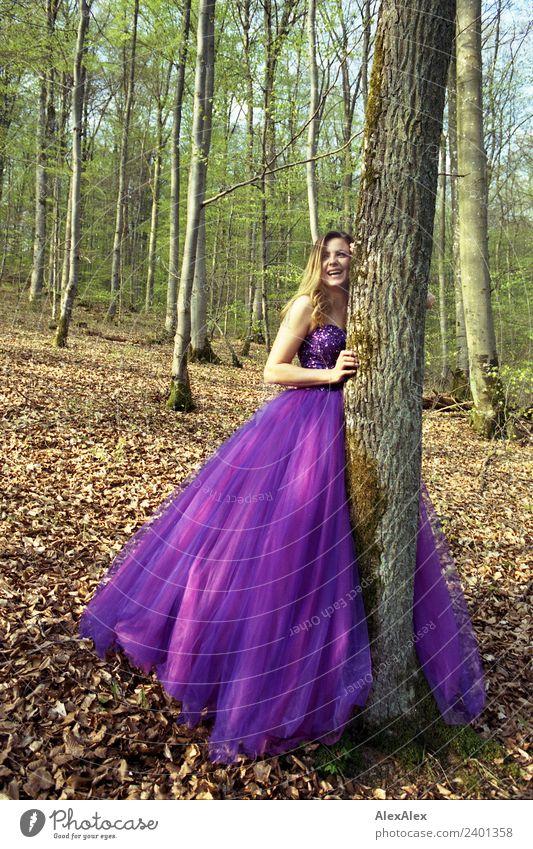 Fee in lila Brautkleid im Wald 3 - Lila Laune Waldfee Natur Jugendliche Junge Frau Stadt schön Landschaft Baum 18-30 Jahre Erwachsene Lifestyle Leben feminin