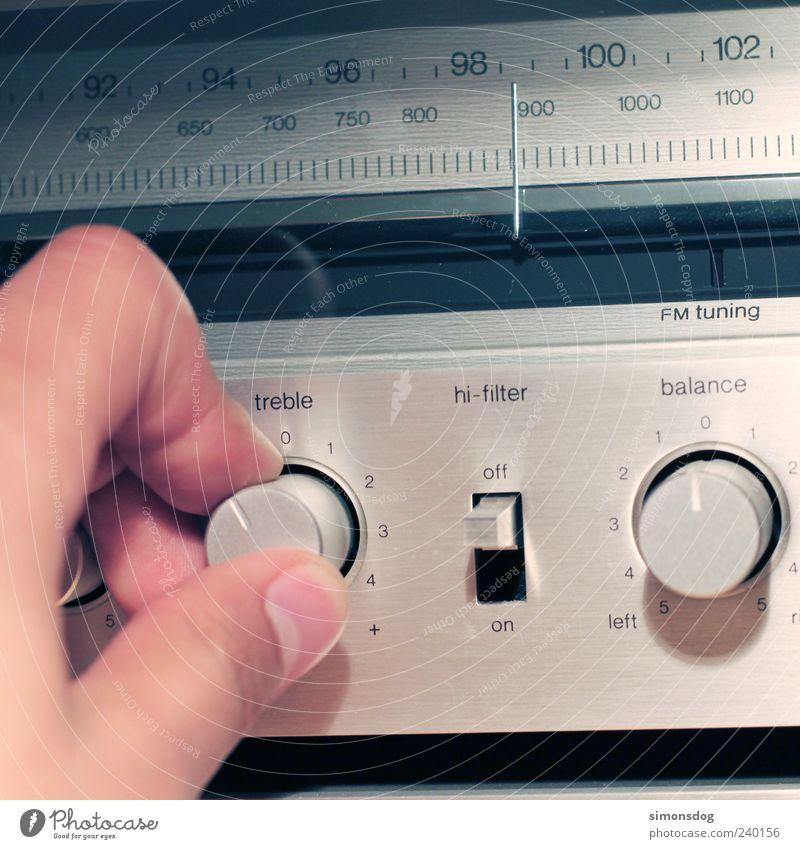 radiosound Radiogerät High-Tech hören Musik hören trendy retro Design Musikanlage verstellen drehen perfekt Metall Präzision Farbfoto Innenaufnahme Nahaufnahme