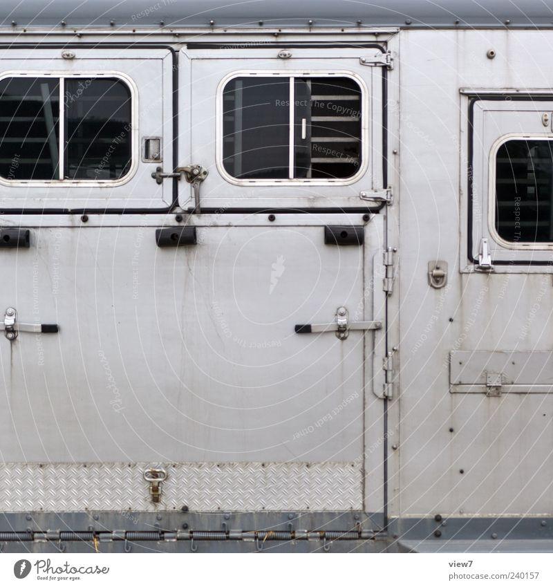 prison Verkehr Verkehrsmittel Fahrzeug Lastwagen Anhänger Metall alt authentisch außergewöhnlich einfach groß grau Farbfoto Außenaufnahme Strukturen & Formen
