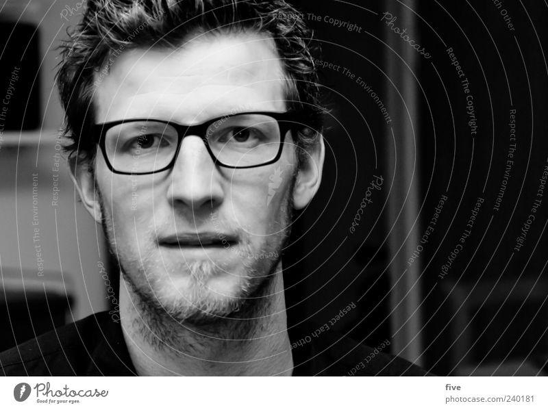 self Häusliches Leben Wohnung Haus Mensch maskulin Junger Mann Jugendliche Erwachsene Kopf 1 30-45 Jahre Brille Haare & Frisuren kurzhaarig Zufriedenheit