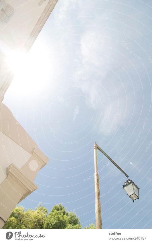 mir geht ein licht auf Himmel schön Baum Sonne Sommer Wolken Wand Mauer Kirche Schönes Wetter Laterne Blauer Himmel Altstadt mediterran Süden Lissabon