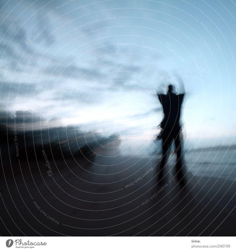 Master of Sky Arts Mensch maskulin Mann Erwachsene Leben Arme 1 Natur Landschaft Wasser Himmel Flussufer Strand dunkel blau Abenteuer Bewegung Energie Horizont
