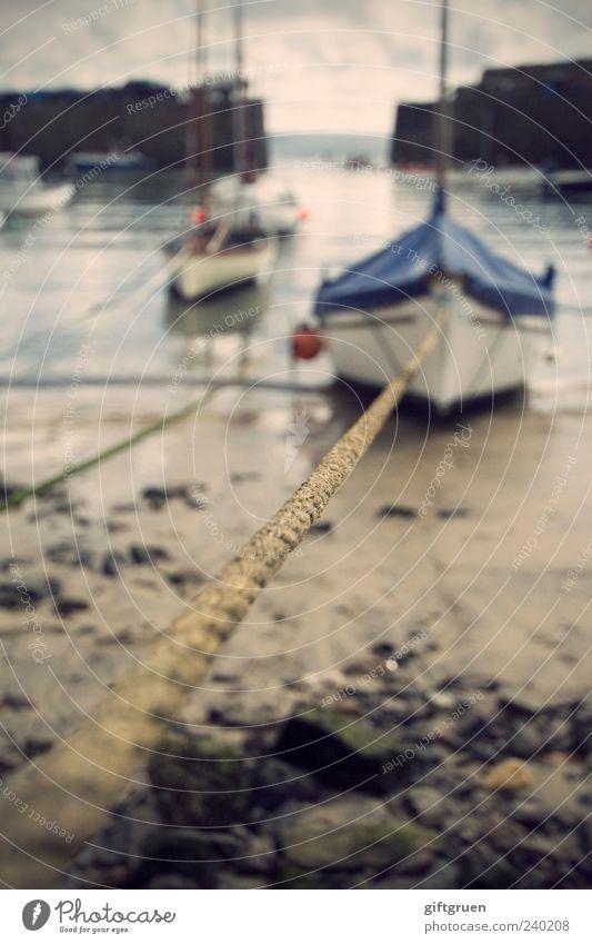 zwangspause Umwelt Natur Landschaft Urelemente Sand Wasser Küste Strand Meer Segelboot Wasserfahrzeug Seil Abdeckung ankern Hafen Hafeneinfahrt Hafenmauer Stein