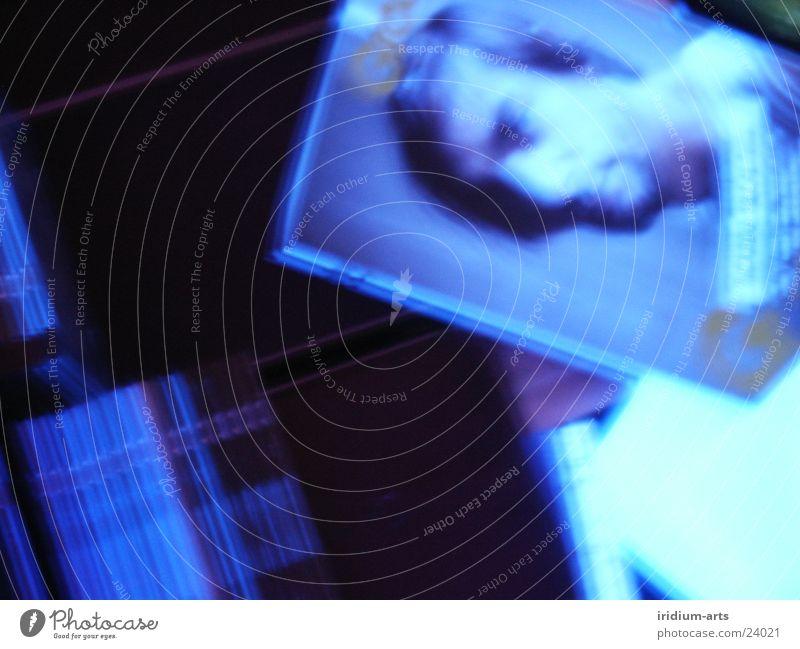night-groove blau schwarz dunkel Kopf Bild Zeitschrift Compact Disc Fototechnik Schwarzlicht