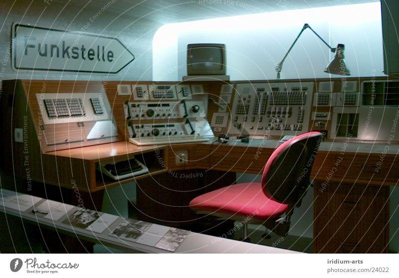 funkstelle alt Stil retro Technik & Technologie Stuhl Kultur Telekommunikation Ausstellung Arbeitsplatz Funktechnik Steuerelemente pulen Schaltpult Funkgerät