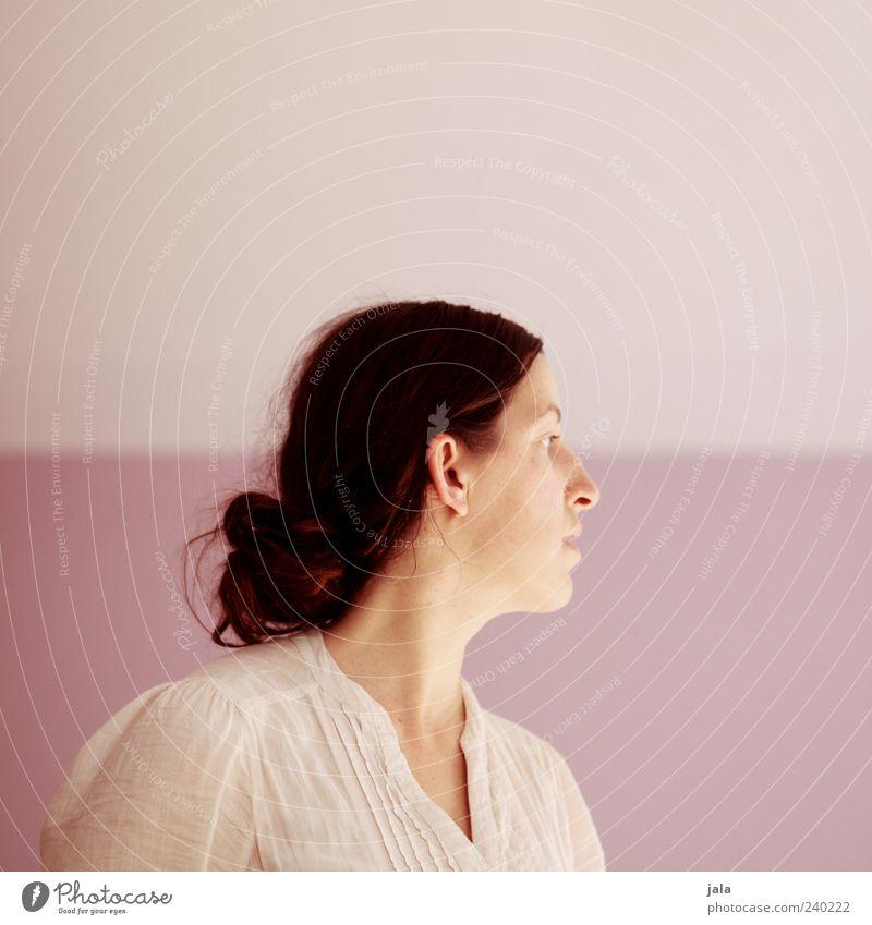 profil Mensch Frau Erwachsene Kopf 1 30-45 Jahre Haare & Frisuren brünett langhaarig Zopf Blick Farbfoto Innenaufnahme Textfreiraum links Textfreiraum oben
