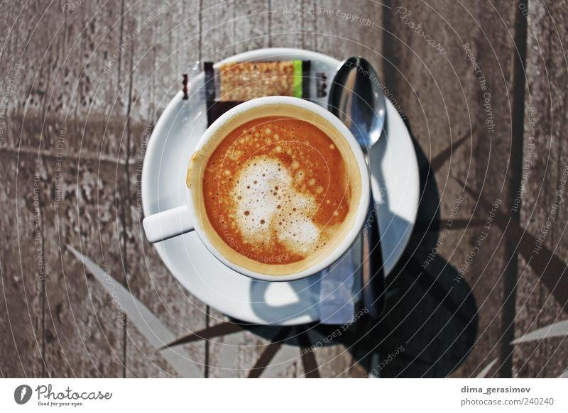 Tasse Kaffee Frühstück Getränk trinken Heißgetränk Latte Macchiato Espresso Becher Löffel Rauchen Frankreich braun Farbfoto Außenaufnahme Morgen Kontrast