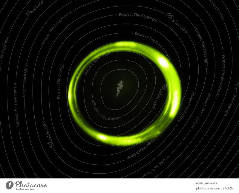 ufo_2 UFO Licht grün Nacht schwarz Langzeitbelichtung Lampe Lichterscheinung ellipse Nahaufnahme