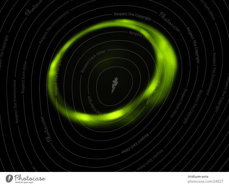 ufo_1 UFO Licht grün Nacht schwarz Langzeitbelichtung Lampe Lichterscheinung ellipse Nahaufnahme