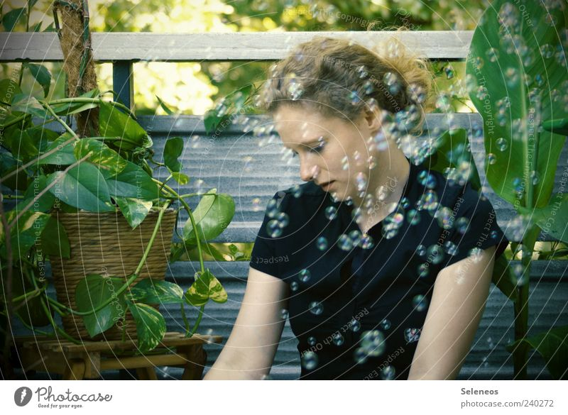 so viele Seifenblasen Mensch Pflanze Sommer Blatt feminin träumen Kopf Arme frei frisch Fröhlichkeit T-Shirt Freizeit & Hobby Schönes Wetter Geländer