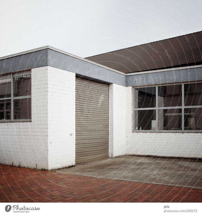rolltor Himmel weiß Haus Wand Fenster Architektur grau Mauer Gebäude Fassade trist Fabrik Bauwerk Tor Industrieanlage Rolltor