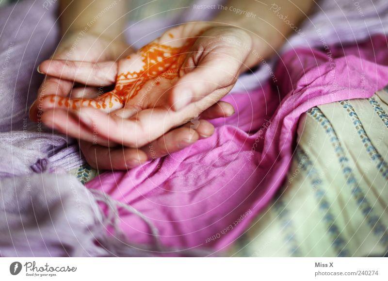 Henna Mensch Hand Erwachsene feminin Religion & Glaube Arme Haut ästhetisch Finger Stoff 18-30 Jahre Kreativität Schmuck Tattoo Indien exotisch