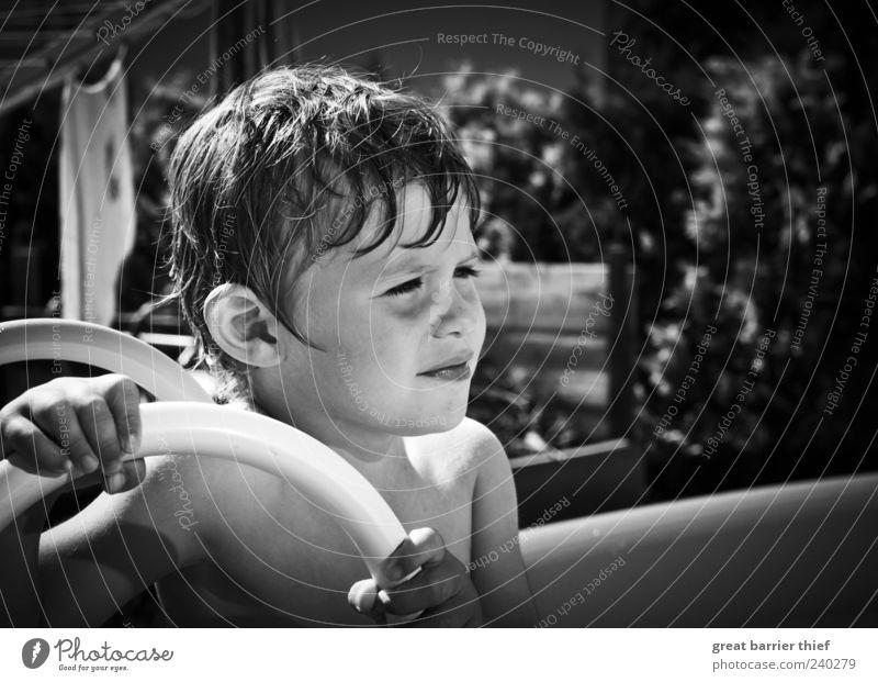 Junge Kind Bruder Sommer SW Mensch Wasser grau Haare & Frisuren klein träumen Kindheit nass warten Schwimmen & Baden maskulin einzigartig beobachten Kleinkind