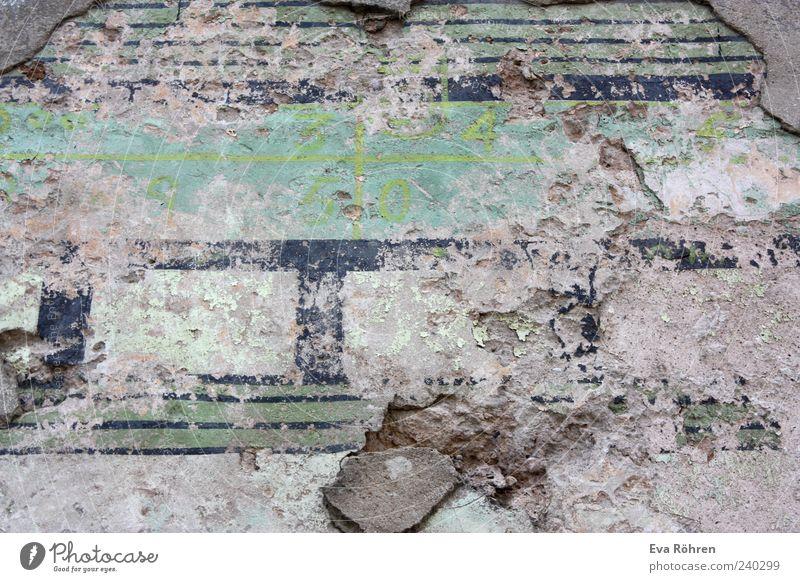 Wand alt grün blau Wand grau Stein Mauer Beton Fassade außergewöhnlich verfallen Verfall Bauwerk Zerstörung unklar
