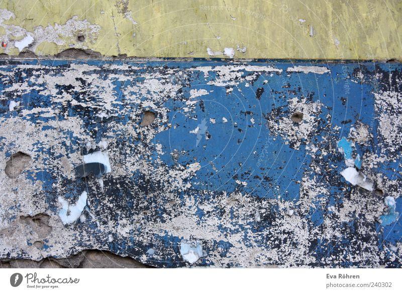 Wand Baustelle Haus Mauer Fassade Stein Beton alt blau gelb grau Farbe Verfall Vergänglichkeit verfallen Farbfoto Außenaufnahme Nahaufnahme Detailaufnahme