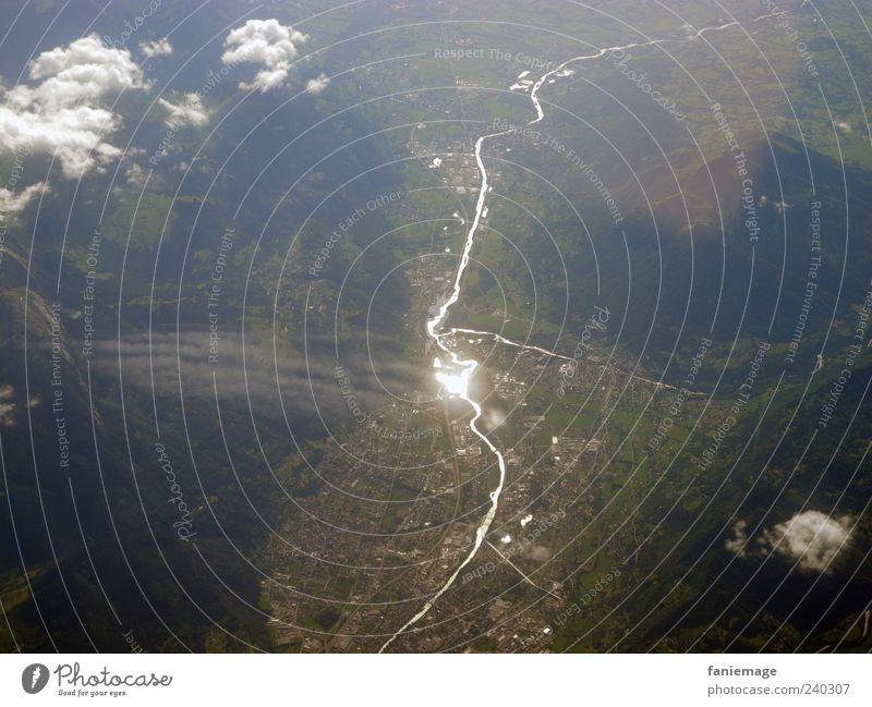 brennpunkt Himmel Natur Ferien & Urlaub & Reisen weiß grün Wolken Landschaft Berge u. Gebirge Erde Luft braun Erde fliegen Luftverkehr silber Tal
