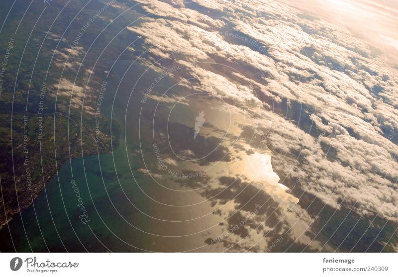 wolkenteppich Umwelt Natur Landschaft Luft Wasser Erde Himmel Wolken Flugzeugausblick Ferien & Urlaub & Reisen blau grün weiß Wolkenhimmel Farbfoto Luftaufnahme