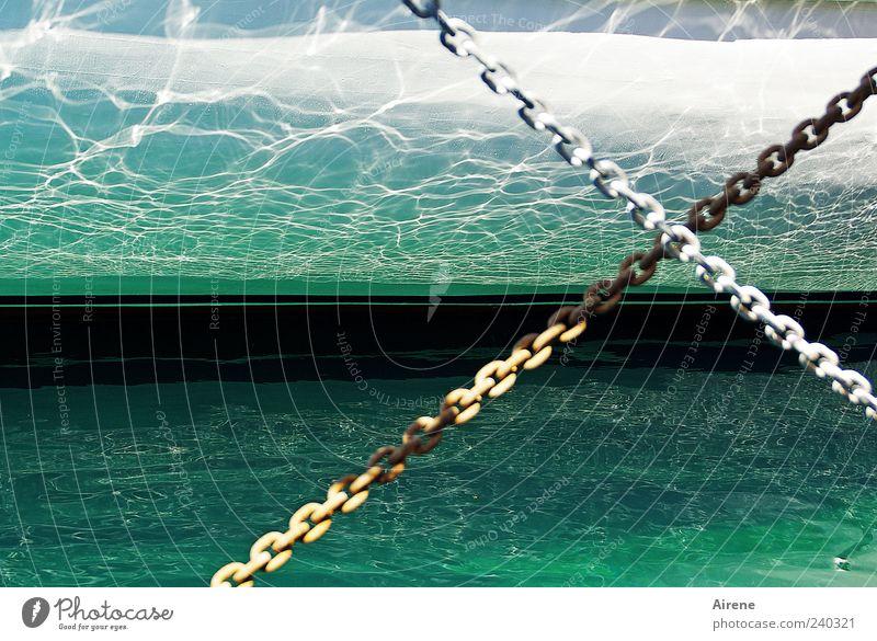 maritime Impression blau Wasser weiß grün ruhig kalt Metall hell Linie nass Klarheit einfach Hafen Flüssigkeit Kreuz Schifffahrt