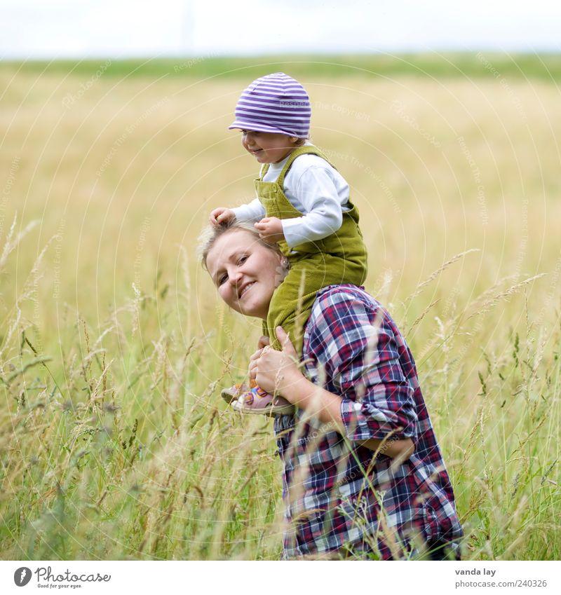Zusammen Spielen Mensch Kleinkind Mädchen Junge Frau Erwachsene Mutter Familie & Verwandtschaft Kindheit 2 18-30 Jahre Jugendliche Mütze genießen tragen Gefühle