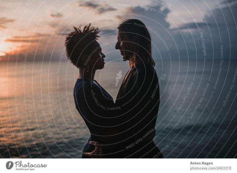 Nur die Liebenden sind noch am Leben. Partner Bart 2 Mensch 18-30 Jahre Jugendliche Erwachsene Fröhlichkeit Warmherzigkeit Sympathie Zusammensein Romantik schön