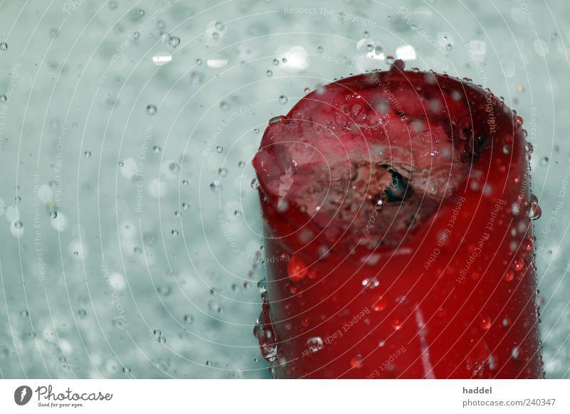 Feuer vs. Wasser Kerze außergewöhnlich nass grau rot silber weiß Farbfoto Innenaufnahme Studioaufnahme Nahaufnahme Menschenleer Textfreiraum links Kunstlicht