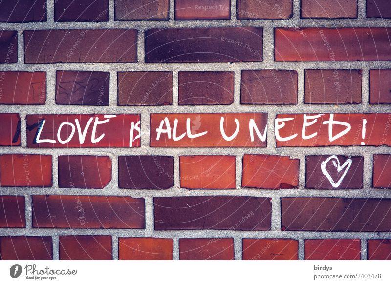 Die Lösung : Love is all u need Mauer Wand Backsteinwand Schriftzeichen Graffiti Herz authentisch Freundlichkeit positiv braun orange rot weiß Lebensfreude