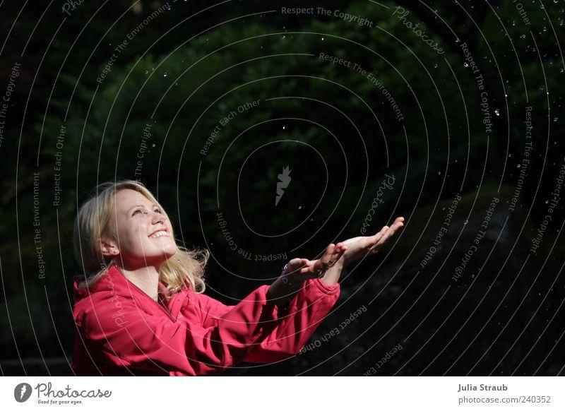 Sternenfänger Mensch Frau Jugendliche rot Sommer Freude ruhig schwarz Erwachsene Leben Glück Regen blond rosa 18-30 Jahre Wassertropfen