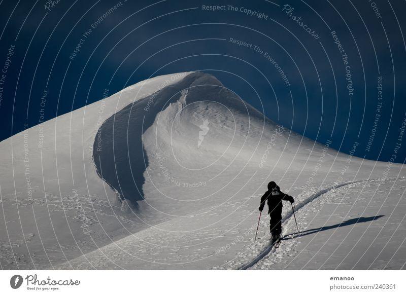 der Berg ruft Mensch Himmel Mann Ferien & Urlaub & Reisen Winter Erwachsene kalt Schnee Berge u. Gebirge Sport Freiheit Abenteuer Skifahren Alpen Gipfel Schweiz