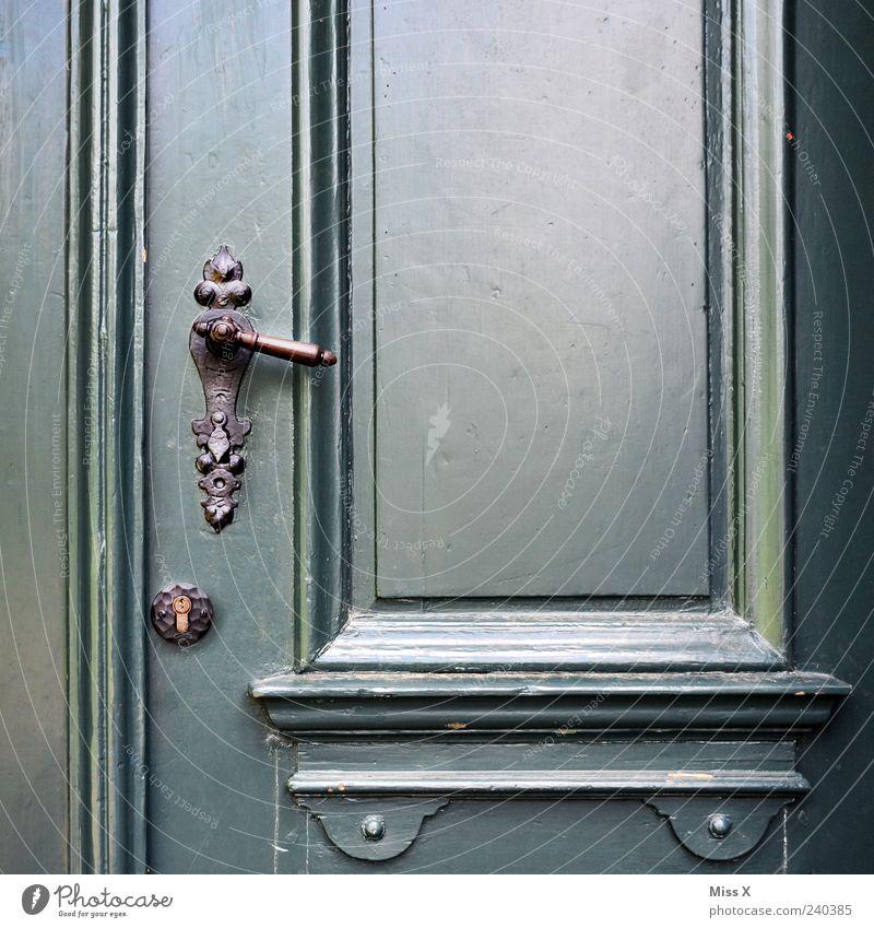 Heute geschlossen Tür alt antik Türschloss Griff Holztür lackiert Farbfoto Außenaufnahme Nahaufnahme Detailaufnahme Strukturen & Formen Menschenleer