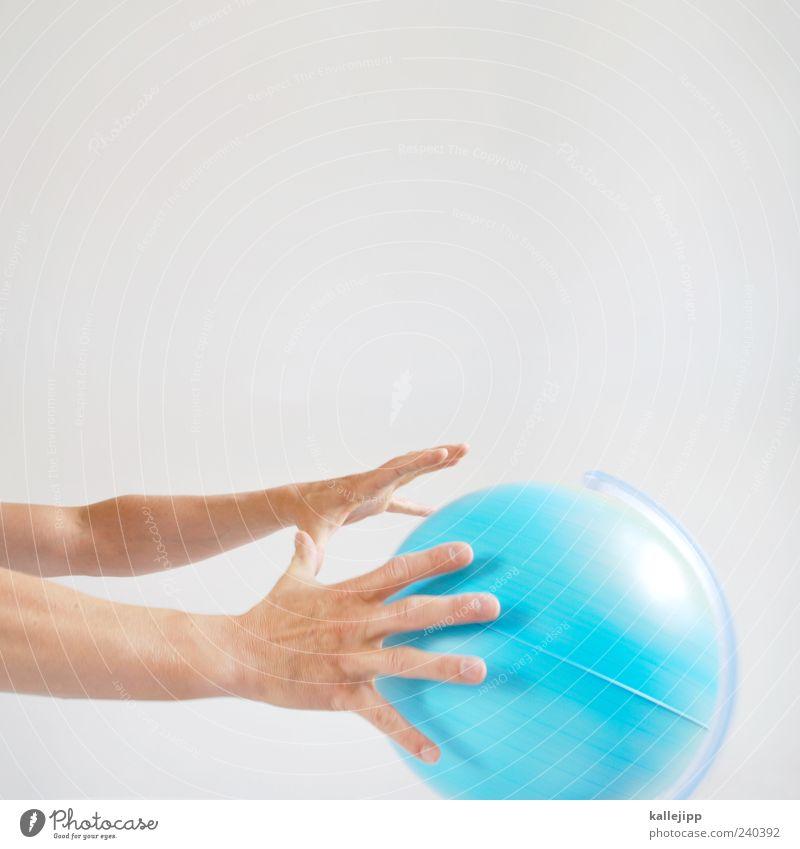 weltbewegend Mensch Mann blau Hand Erwachsene Erde Arme Klima Finger stoppen Wirtschaft drehen Globus Gott Politik & Staat Klimawandel
