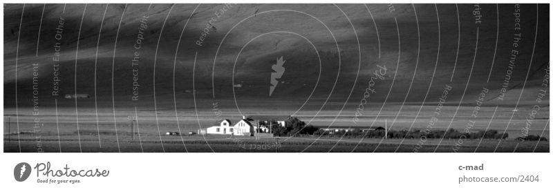 Bauernhof bei Akureiri Island Hochebene Ebene Stimmung Wiese Schwarzweißfoto