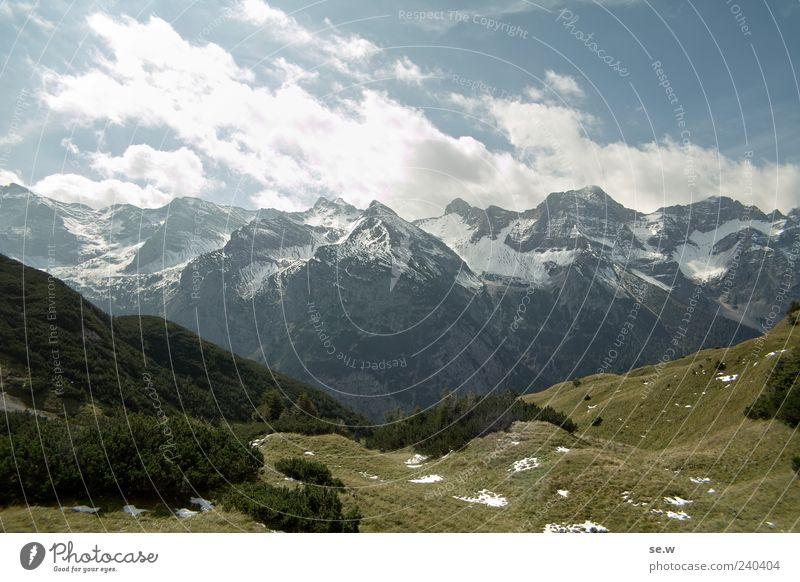 Sonne, Schnee und Berge Himmel blau Ferien & Urlaub & Reisen grün Sommer Wolken Schnee Berge u. Gebirge grau Reisefotografie Alpen Schönes Wetter Schneebedeckte Gipfel Bayern Felswand Kalkalpen