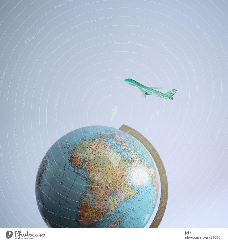 weltreise Ferien & Urlaub & Reisen Freiheit klein Erde fliegen außergewöhnlich Flugzeug Tourismus Luftverkehr Symbole & Metaphern Globus Landkarte