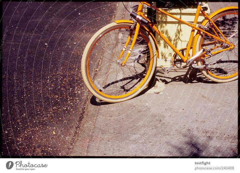 boerum hill bicycle repair alt gelb Straße Fahrrad Orange außergewöhnlich trashig parken nerdig Pflanze Frucht Damenfahrrad