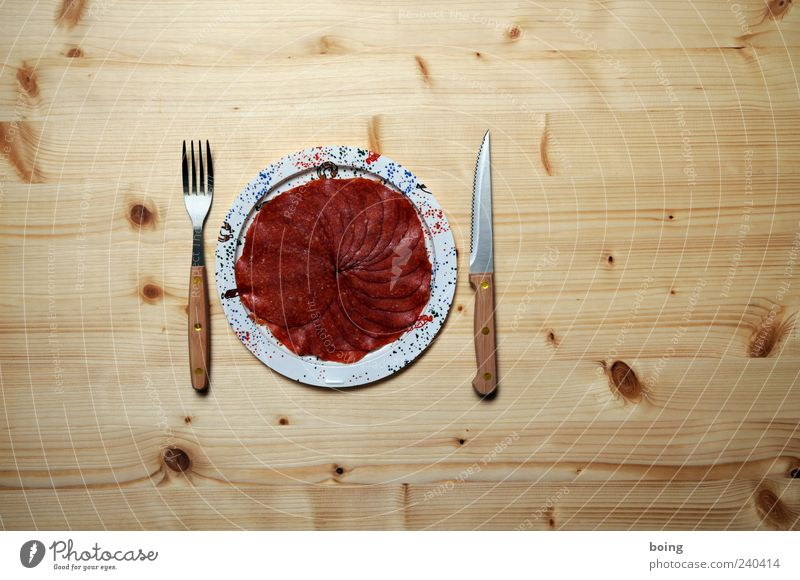 Wurstteller Wurstwaren Salami Ernährung Abendessen Festessen Teller Besteck Messer Gabel Völlerei Fett Innenaufnahme Textfreiraum rechts Textfreiraum oben