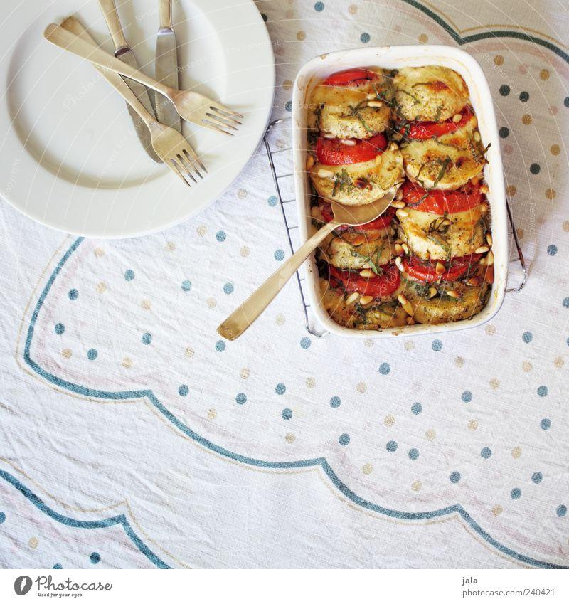 knödel-gratin Ernährung Lebensmittel Gemüse Geschirr lecker Teller Bioprodukte Tomate Mittagessen Schalen & Schüsseln Besteck Tischwäsche Käse