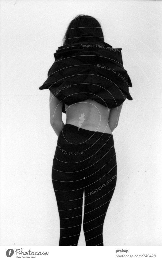Nothingness Mensch Frau Jugendliche schön Erwachsene dunkel feminin Mode Junge Frau 18-30 Jahre stehen einzigartig Gesäß dünn verstecken trashig
