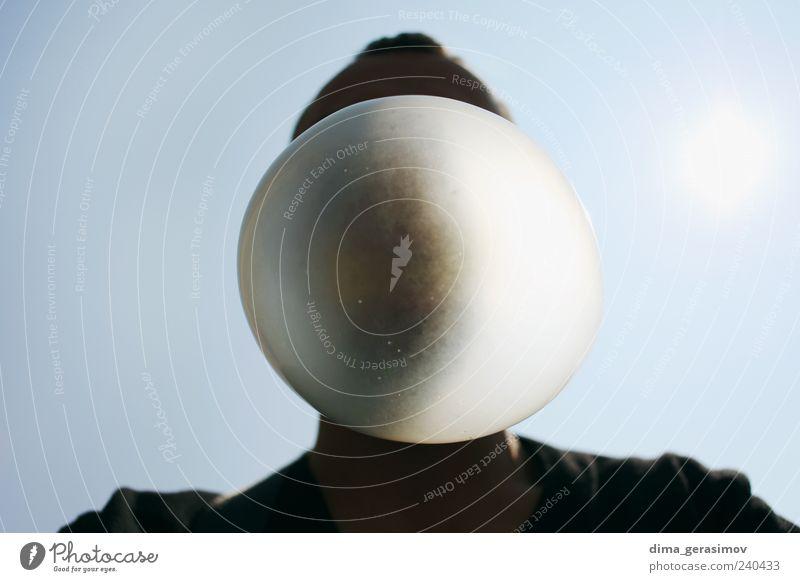 Blase Kaugummi Kaugummiblase maskulin Mann Erwachsene 1 Mensch genießen Freundlichkeit Fröhlichkeit lustig Farbfoto Außenaufnahme Tag Silhouette Sonnenlicht