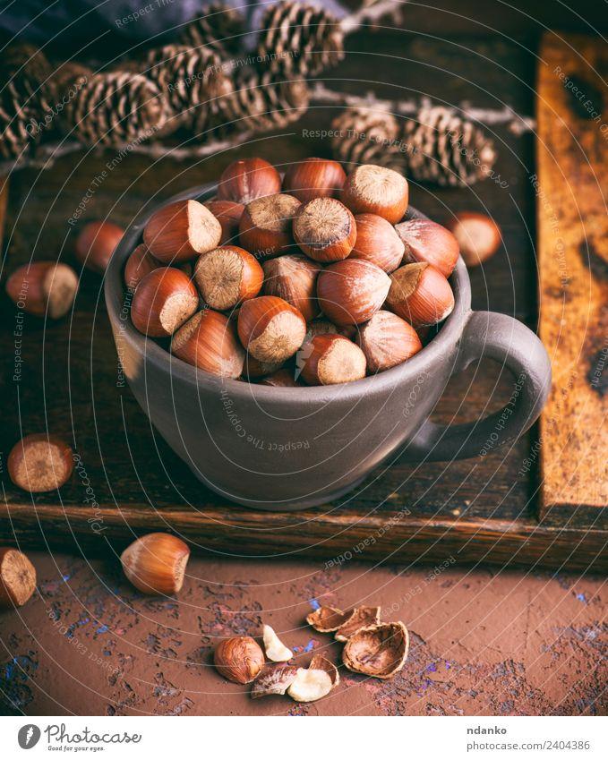Haselnuss in einer Schale Frucht Ernährung Vegetarische Ernährung Teller Schalen & Schüsseln Holz Essen frisch natürlich oben braun Hintergrund Nut