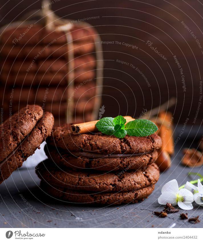 runde Schokoladenplätzchen Dessert Süßwaren Ernährung Seil Blume Essen dunkel lecker braun schwarz Keks Hintergrund Lebensmittel Stapel süß backen Biskuit